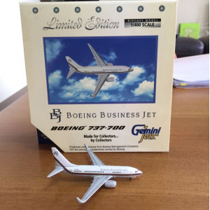 1:400 Boeing Business Jet BBJ 737-700 Diecast Model